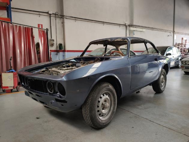 Alfa Romeo 2000 Gtv 1974 En Restauración