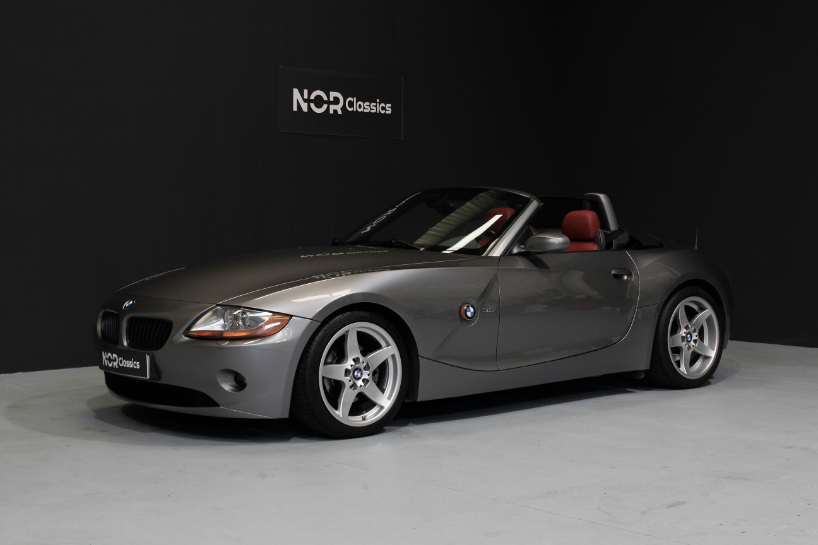 BMW Z4 3.0i Manual 2003 Reserved